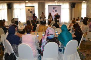 debates y trabajo en grupo