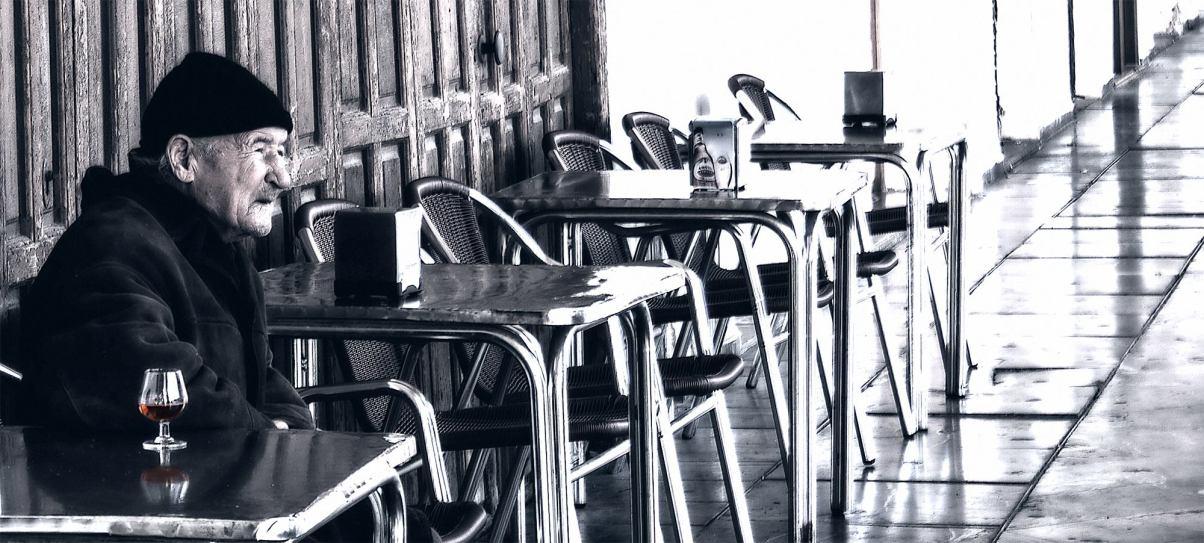 Foto 7 – FINALISTA • Autor: Javier Romera Fernández • Descripción de la obra:  Persona en situación de exclusión social que conocí en la Plaza de la Corredera de Córdoba